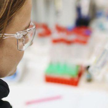 Abklatschprobe-coronavirus-oberflächen